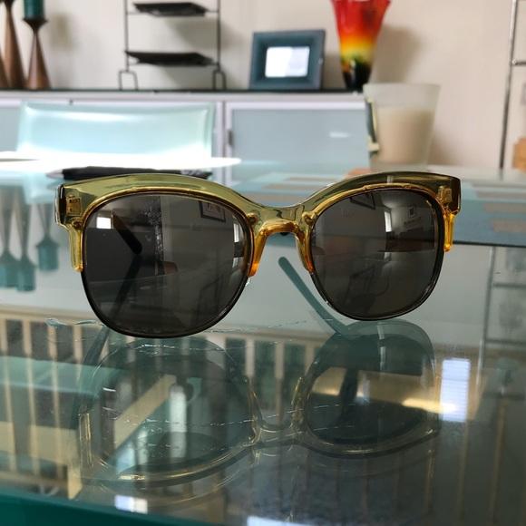 39de1d73e218b Quay Australia  Bronx  Sunglasses. M 5acbfd2cfcdc3142e4e86eac